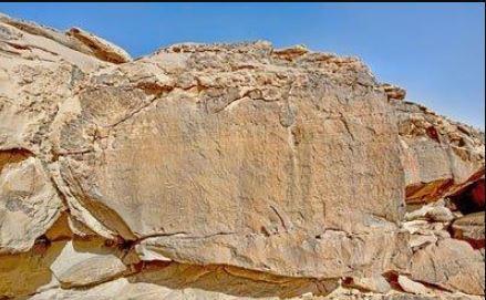 تعرف على نقش رمسيس الثالث الأثري المكتشف بالقرب من تيماء