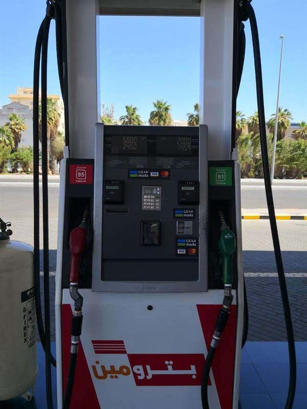 """بنك يتيح خدمة """"مدى"""" للدفع الذاتي عبر مضخات التزوُّد بالوقود"""