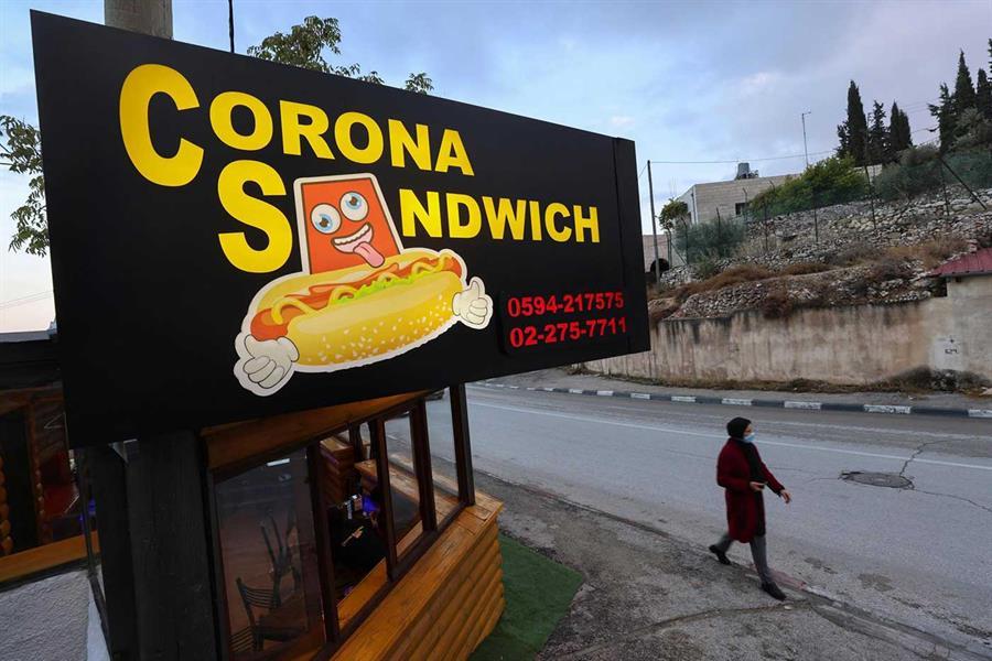 """مطعم فلسطيني يقدم """"سندوتش كورونا""""!"""