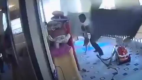 عاملة منزلية تنقذ طفلة من الموت لحظة انفجـار بيروت