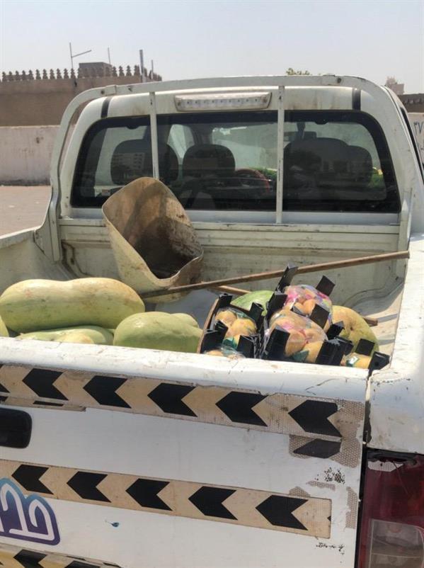 أمانة جدة تواصل حملتها على الباعة الجائلين وتصادر 7طن من الفواكه والخضروات