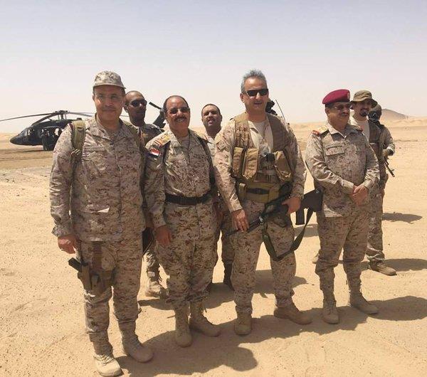 بالصور.. اللواء الأمير فهد بن تركي والفريق علي الأحمر يتفقدان قوات التحالف في مأرب