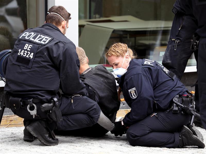 حـادثة طعن لعدة أشخاص في ألمانيا.. والشرطة تُطيح بالمشتبه به