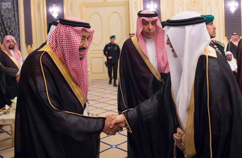 خادم الحرمين يستقبل الأمراء والعلماء والمسؤولين والمواطنين بقصر السلام بجدة