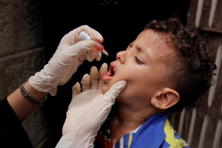 """""""الصحة اليمنية"""" تُحمل الحوثيين مسؤولية عودة ظهور """"شلل الأطفال"""""""