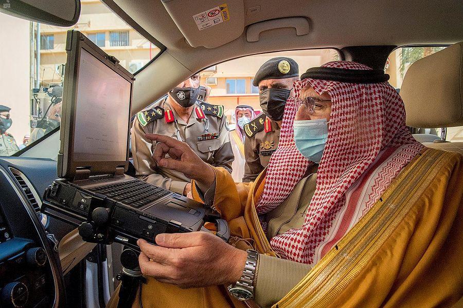 أمير القصيم يدشن التطبيقات الحديثة للمركبات الأمنية