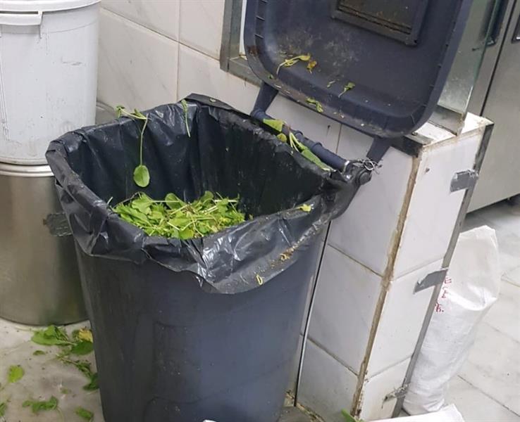 بلدية العمرة الفرعية بمكة المكرمة تُغلق مطعماً مُخالفاً (صور)