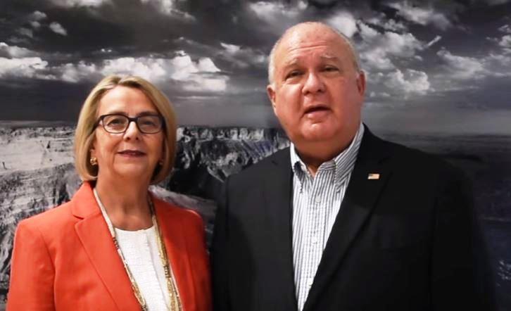 السفير الأمريكي وزوجته