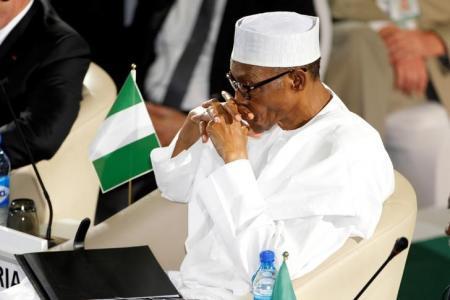 الرئيس النيجيري يعود إلى بلاده بعد رحلة علاج