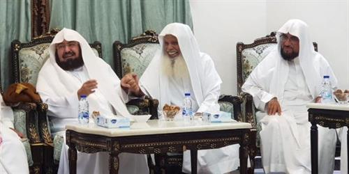 أخبار 24   شاهد..  السديس  يزور الشيخ  الحذيفي  في منزله للاطمئنان على صحته