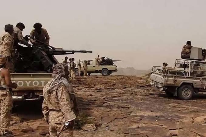وقتل وجرح عدد من مليشيات الحوثي في وسط اليمن