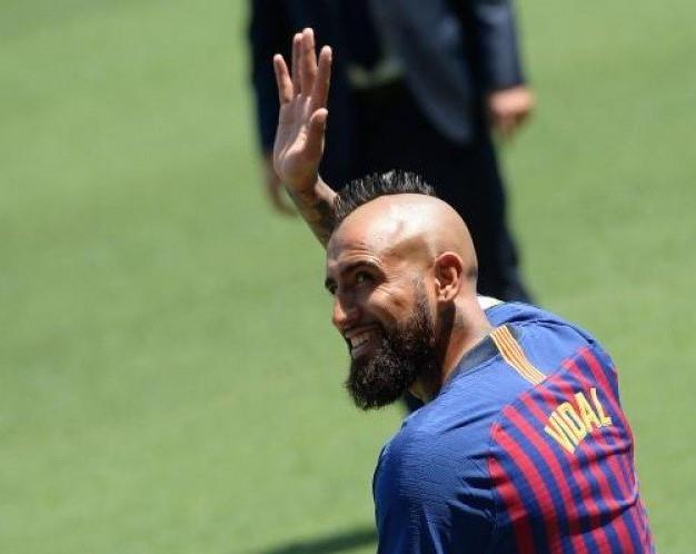 «فيدال» يلعب ضمن صفوف برشلونة لمدة ثلاث سنوات