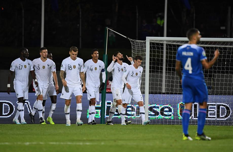 فرنسا تحقق فوزاً صعباً على آيسلندا