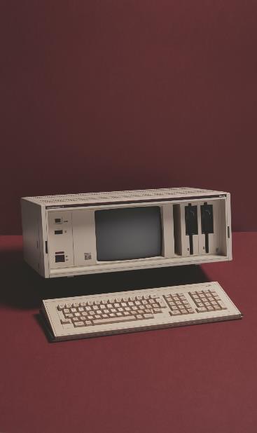 """جهاز """"فيليبس بي 2000 سي"""" القابل للنقل حيث بلغ وزنه 15 كيلوجراماً وزود بشاشة خضراء حجمها 9 بوصات."""