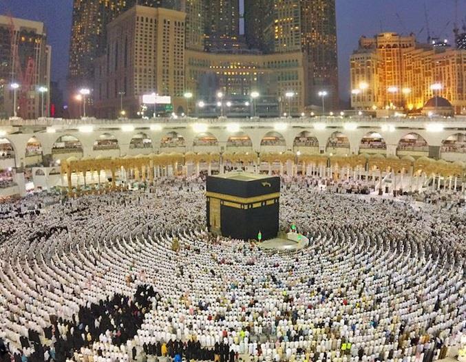 استطلاع يظهر 83 % من السعوديين يفضلون العمرة في رمضان