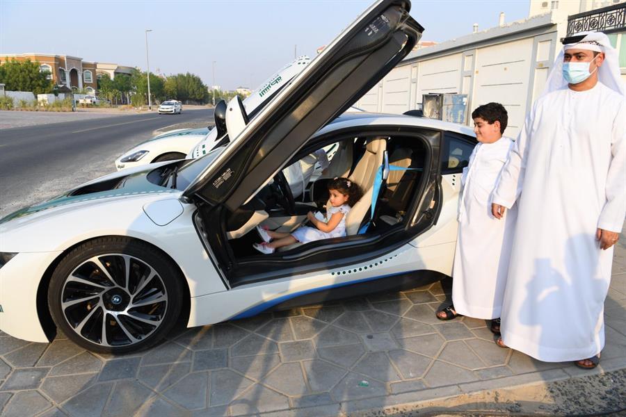 هكذا تعاملت شرطة دبي مع طفلة تخاف عند رؤية رجال الأمن
