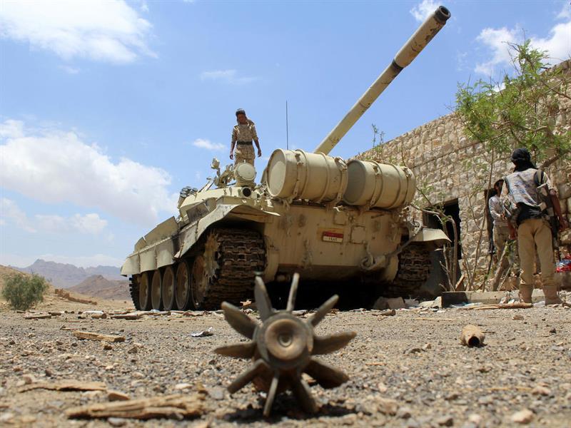 الجيش اليمني يعلن مقتل عشرات المتمردين الحوثيين في معارك عنيفة على ثلاث جبهات غربي مأرب.