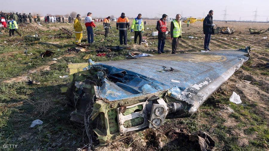 قطع من حطام الطائرة الأوكرانية