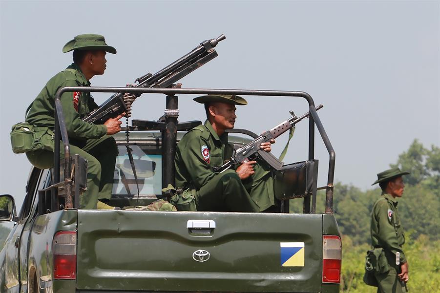 تعيش ميانمار
