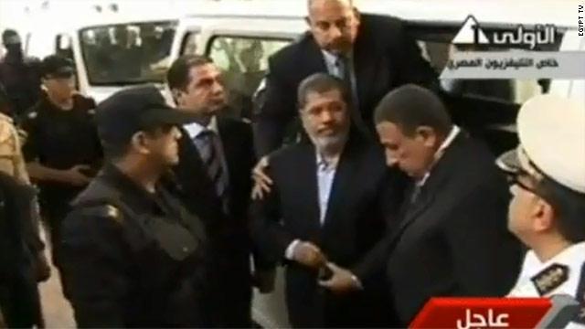الداخلية: مرسي قيد الحبس الانفرادي حرصاً على حياته