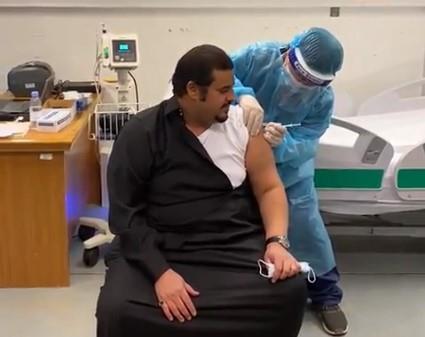 نائب أمير الرياض يحصل على الجرعة الأولى من لقاح كورونا