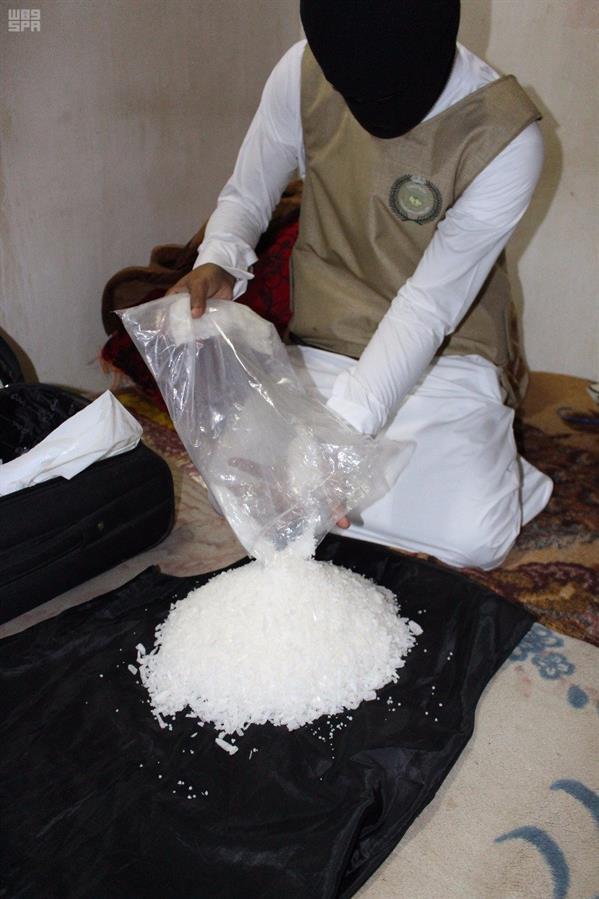 """""""الداخلية"""" تعلن القبض على عناصر خلية لتهريب وترويج المخدرات في جدة"""