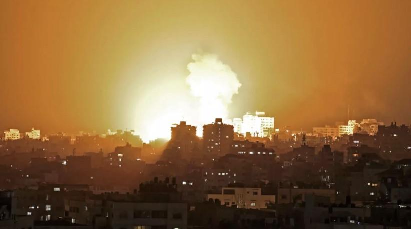 """احتفالات في غزة بعد دخول اتفاق وقف إطلاق النار حيز التنفيذ ... و """"الفصائل"""" تحذر (فيديو)"""