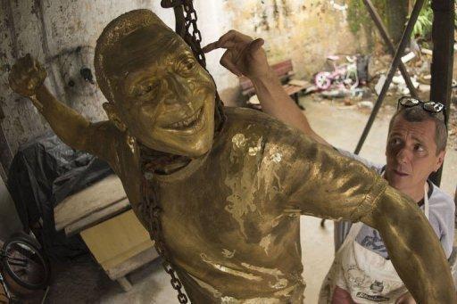 تمثال للاسطورة بيليه في ملعب ماراكانا