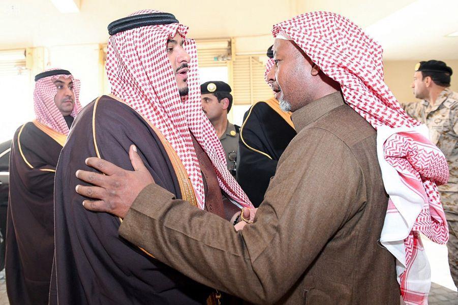 """""""وكيل إمارة جازان"""" و""""نائب أمير الرياض"""" يؤديان صلاة الميت على الشهيدين """"العبدلي"""" و""""آل شامان"""" وينقلان تعازي القيادة"""