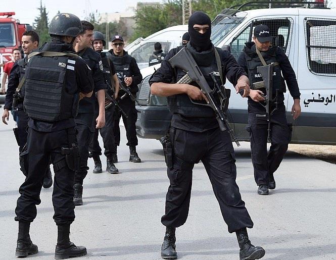 مقتل مدني وعنصر أمن برصاص إرهابيين في تونس