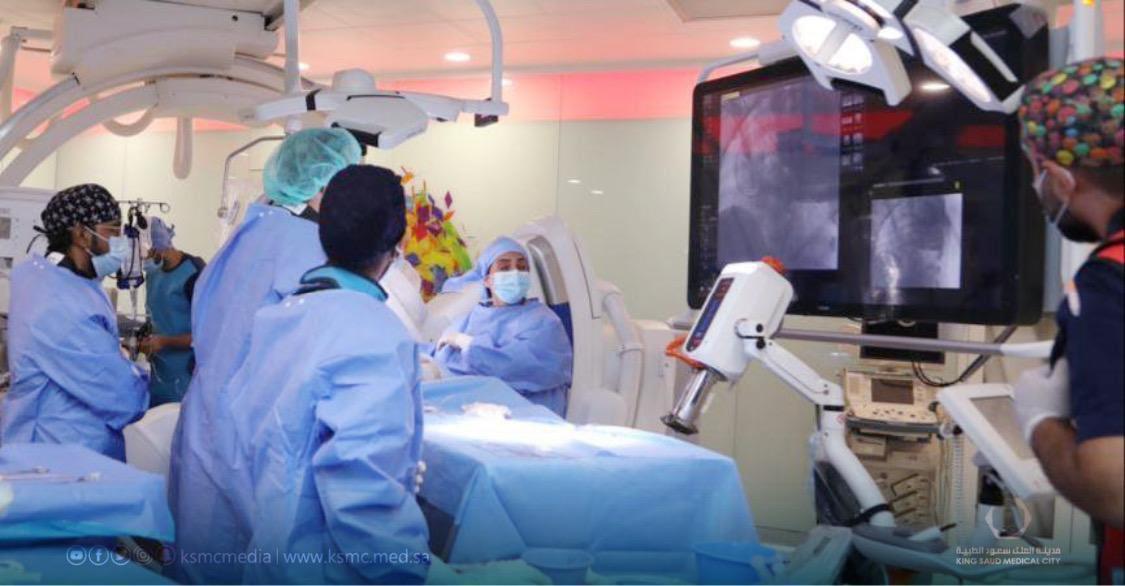 """""""سعود الطبية"""" تعلن نجاح أول جراحة في """"العمليات الهجينة"""" بقسم العمليات الرقمية"""