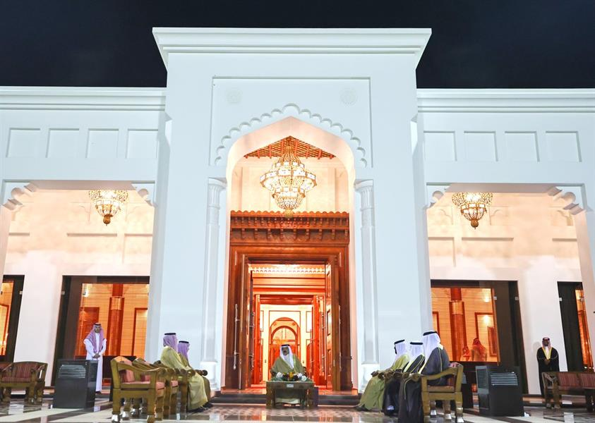 ملك البحرين يستقبل وزير الخارجية ويبحثان الأوضاع الإقليمية والعربية