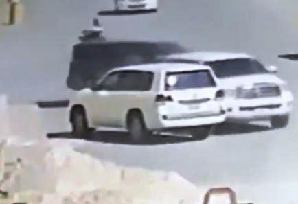 ضبط تشكيل عصابي امتهن سرقة المركبات بالرياض عبر افتعال حادِث مروري (فيديو)