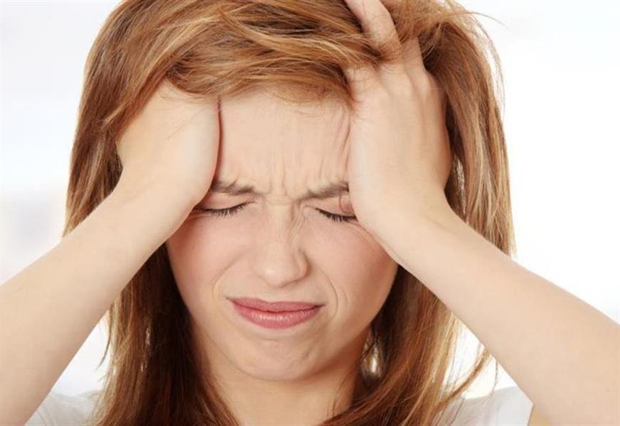 أبرزها الصداع النصفي ... نقص هذا العنصر يسبب لك العديد من المشاكل