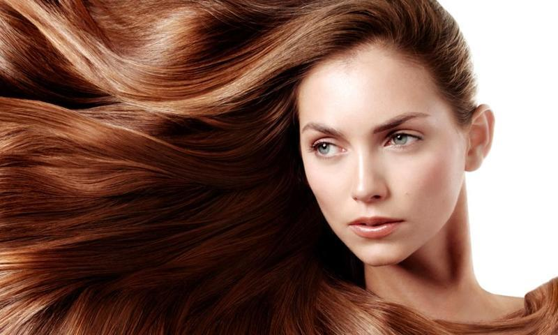 تعرفي على أفضل 10 أغذية تمنحك شعرًا صحيًا