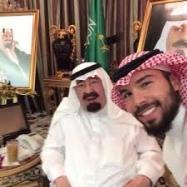 صورة سيلفي للملك عبدالله وحفيده
