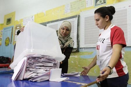 حركة النهضة تقبل الهزيمة في انتخابات تونس وتهنيء خصمها نداء تونس بالفوز
