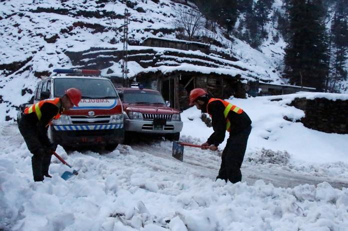 الطقس البارد يواصل حصد الأرواح في باكستان.. أكثر من 100 قتيل في أشد موجة منذ 3 عقود