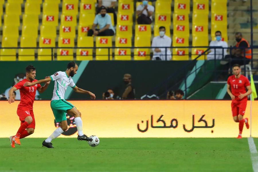 """""""الأخضر"""" يُمتع ويتصدر مجموعته برباعية في مرمى """"فلسطين"""""""
