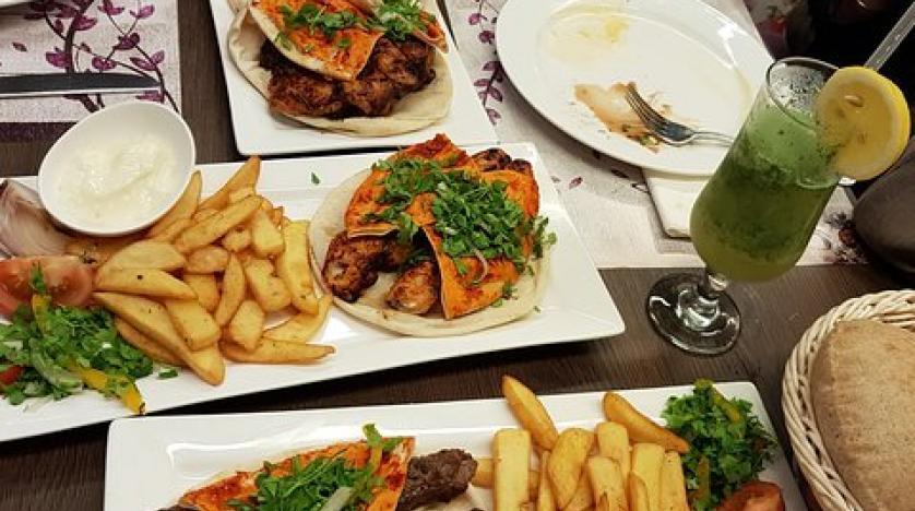 تحذر دراسة أولئك الذين يتناولون الطعام بانتظام في الخارج: فهم معرضون لخطر الموت المبكر