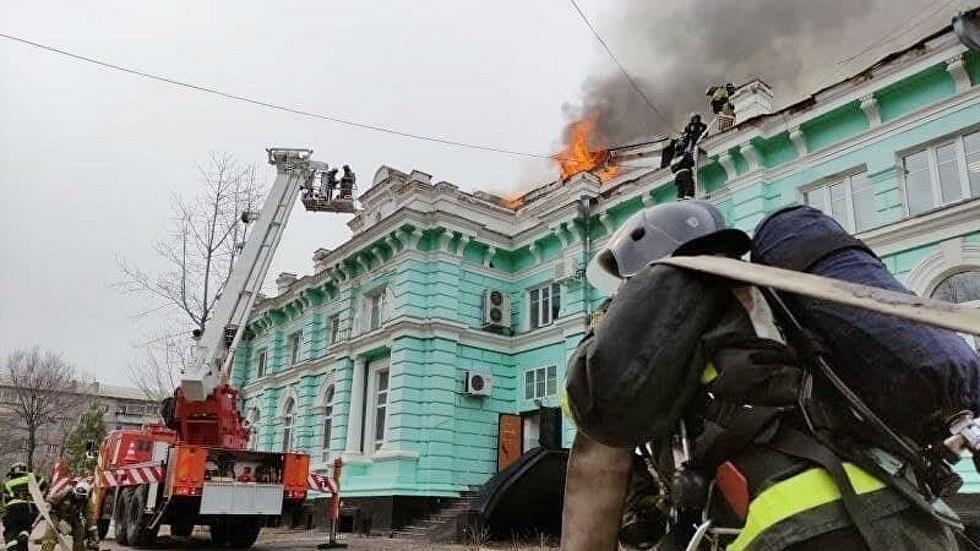 الأطباء يجرون جراحة القلب المفتوح ومن حولهم يحترقون في المستشفى في روسيا