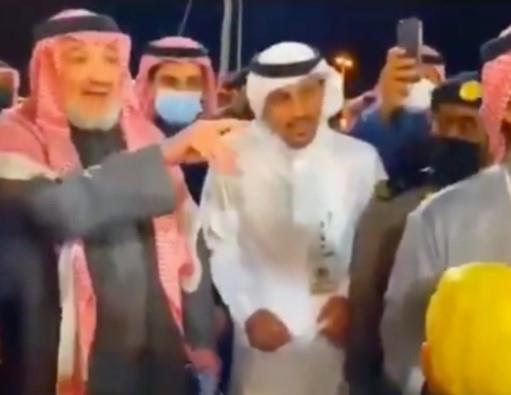 """الأمير خالد بن طلال يشتري فاكهة """"الاترنج"""" في مزاد بـ 30 ألف ريال ويهدي أخرى لأحد منافسيه"""