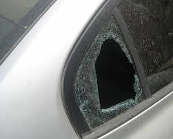 أعتدى على سيارة مواطنة