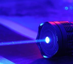 أشعة الليزر الأزرق