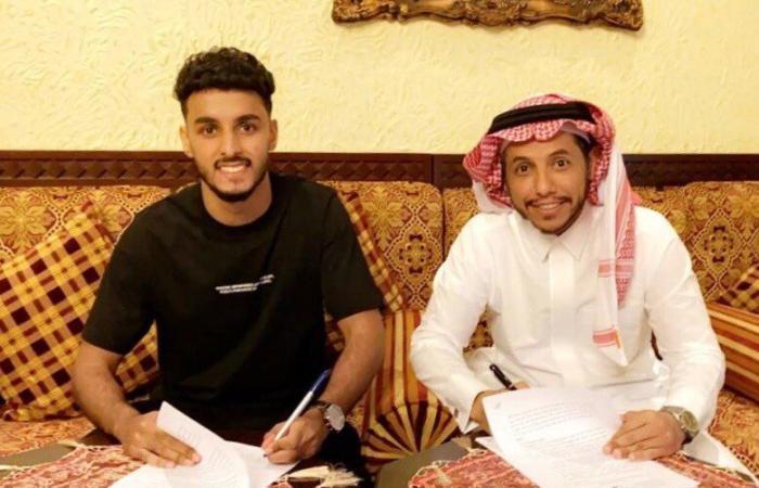 عبدالعزيز العلاوي يوقع للنصر