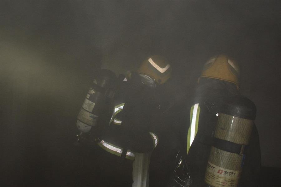 """""""مدني جدة"""" يخمد حريقاً اندلع في شقة بسبب تماس كهربائي دون وقوع إصابات"""