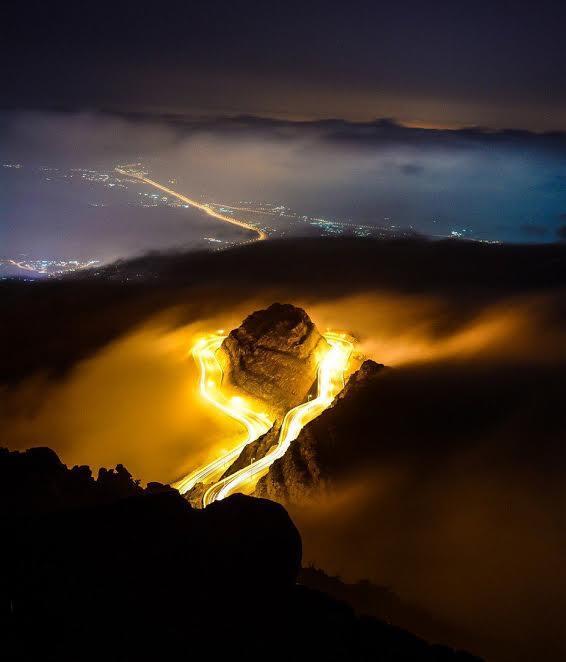 شاهد.. صورة مبهرة لجبال الهدا بالطائف قُبيل شروق الشمس