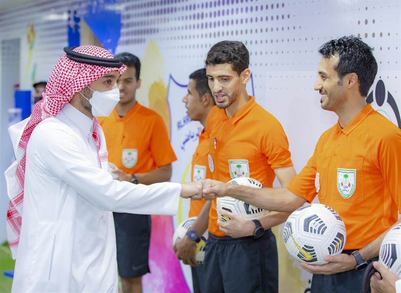 """وزير الرياضة يتوّج """"الحزم"""" بدوري الأمير محمد بن سلمان للدرجة الأولى للمحترفين"""
