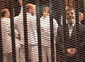 إحالة مرسي وبديع وقيادات في الإخوان بتهمة التخابر