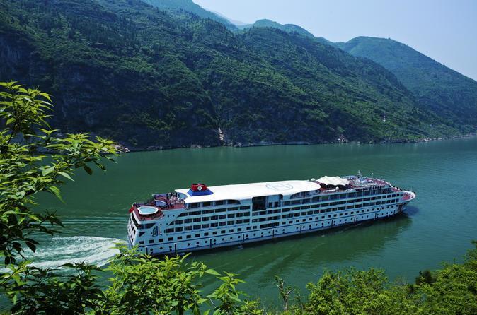 3- نهر اليانغتسي: هو ثالث أكبر نهر في العالم والأول في الصين وآسيا، ويبلغ  طول نهر اليانغتسي نحو 6300 كلم، وكان موطنا للعديد من الحضارات على مر السنين.